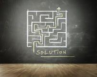 Labyrinth mit der Lösung gezeichnet auf Tafel Stockfotos