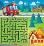 Labyrinth 3 mit Löschfahrzeugthema Stockbild