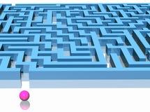 Labyrinth und Kugel Stockbild