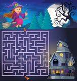 Labyrinthe 3 avec la sorcière mignonne et la maison hantée Photographie stock libre de droits