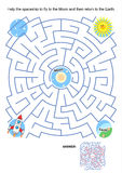 Labyrinthspiel für Kinder - Raumschiff Mondflug Lizenzfreie Stockfotos