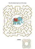 Labyrintlek med elefanten stock illustrationer
