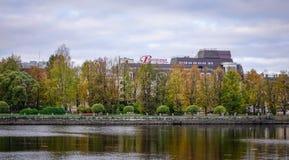 Lac à l'automne dans Vyborg, Russie Photo libre de droits