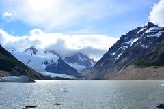 Lac à l'intérieur du parc national de visibilité directe Glaciares, EL Chaltén, Argentine Image libre de droits