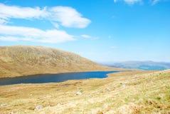 Lac à mi-chemin le long de Ben Nevis Trail Image libre de droits