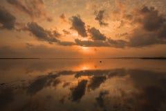 Lac abstrait et lever de soleil Photographie stock libre de droits