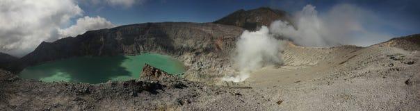 Lac acide dans Kawah Ijen, Java-Orientale, Indonésie Image libre de droits