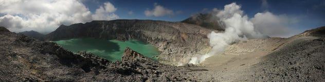 Lac acide dans Kawah Ijen, Java-Orientale, Indonésie Photographie stock libre de droits