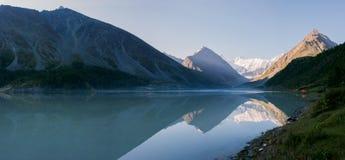 Lac Akkem pendant le début de la matinée Image libre de droits