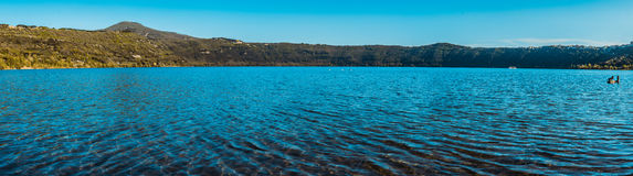 Lac Albano, photographie panoramique image stock