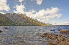 Lac alpin dans des ombres de soirée Photos libres de droits