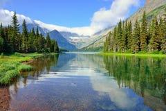 Lac alpin Josephine sur la traînée de glacier de Grinnell en parc national de glacier Images stock
