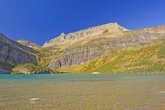 Lac alpin sur Sunny Fall Day Image libre de droits