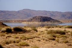 Lac artificiel dans les montagnes d'atlas au Maroc Photographie stock libre de droits