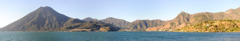 Lac Atitlan avec le volcan San Pedro sur le Guatemala Images stock