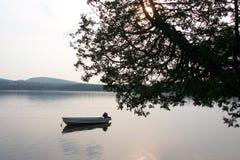 Lac au coucher du soleil photographie stock