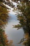 Lac au pied des Alpes Image libre de droits