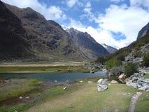Lac au trekking de Santa Cruz dans le blanca de Cordillère Photos libres de droits