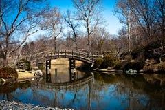 Lac aux jardins japonais Image stock