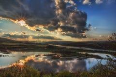 Lac avec des réflexions de nuages Image stock