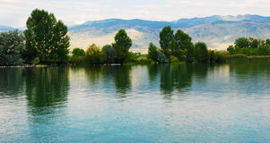 Lac avec des réflexions douces Photo stock