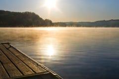 Lac avec le dock Photo stock