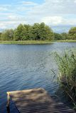 Lac avec une marina Photos libres de droits