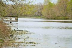Lac avec une plate-forme d'observation Photos libres de droits