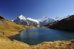 Lac Bachalpsee mountain près de Grindelwald Photo stock