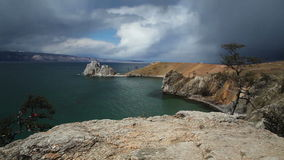 Lac Baikal cap Burkhan banque de vidéos