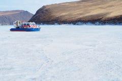 Lac baikan de croisement en hiver Image stock