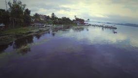 Lac in Beautiful Taal de pêcheur banque de vidéos