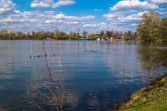 Lac Beloe dans le secteur Novokosino de Moscou Photographie stock