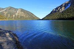 Lac bleu de montagne Photographie stock