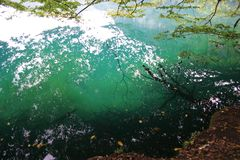 Lac bleu en la Kabardino-Balkarie photo libre de droits