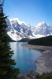 Lac bleu moraine en parc national de Banff, Canada Images libres de droits