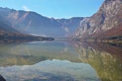 Lac Bohinj en Slovénie photographie stock