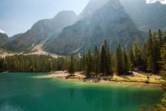 Lac Braies, Lago di Braies, Alpes de dolomite, Bellune, Italie images stock