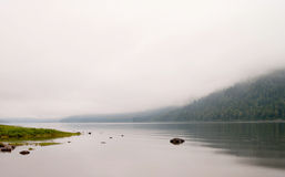 Lac brumeux Photographie stock