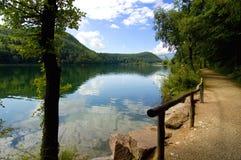 Lac Caldaro, lessive le Tirol, Italie images stock
