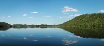 Lac calme dans le Canada Photographie stock libre de droits