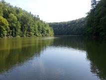 Lac calme de montagne Images libres de droits