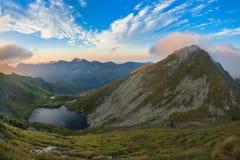 Lac Capra Montagnes de Fagaras, Roumanie Image stock