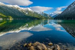Lac Chilliwack avec la chaîne se reflétante de Skagit de redoute de bâti Image libre de droits