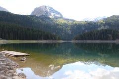 Lac clair de montagne Photo libre de droits