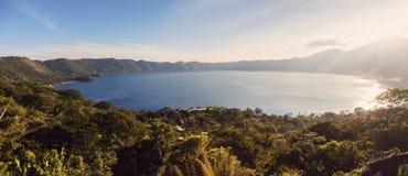 Lac Coatepeque dans Salvador photos stock
