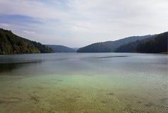 Lac coloré par turquoise au lac Plitvice Images stock