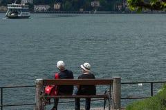 Lac Como dans le village de Bellagio, Italie Images stock
