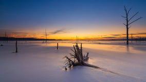 Lac congelé au lever de soleil Image libre de droits