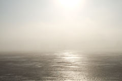 Lac congelé et lumière du soleil Photos stock